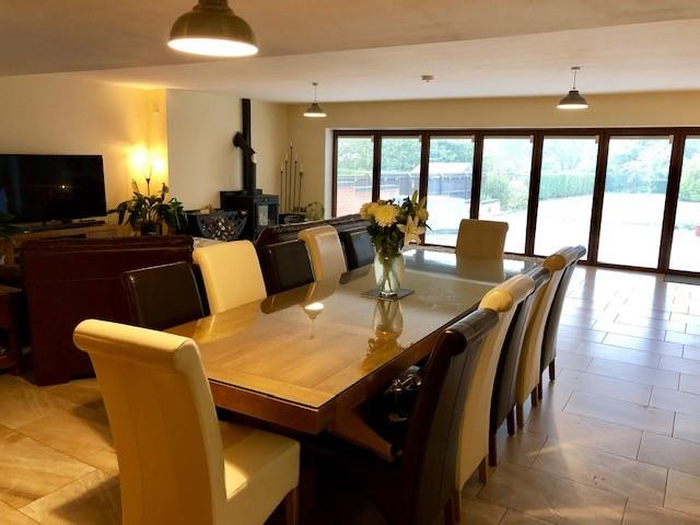 DAY/DINING ROOM